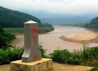 Nơi đầu nguồn của dòng sông Hồng chảy vào đất Việt.