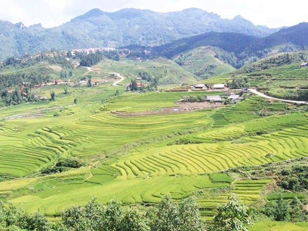 Vĩnh Phúc qua thành phố Việt Trì, đi thẳng lên Đoan Hùng Phú Thọ