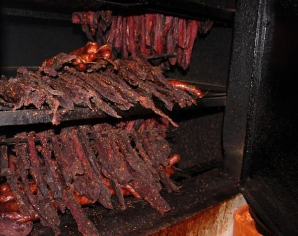 quá trình làm thịt trâu gác bếp