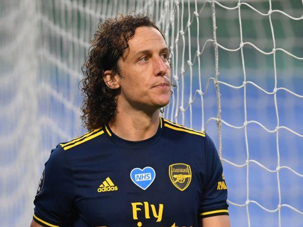 Liên tục bán đứng Arsenal David Luiz vẫn có quà