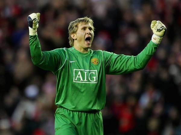 Bóng đá Anh sáng 3/11: Kuszczak muốn lấy chiếc áo số 1 tại Man Utd
